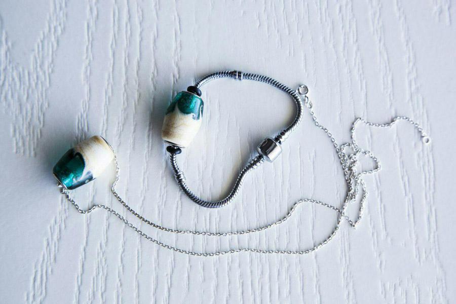 زیور آلات و انوع آن ها , دستبند , گردنبند , زیورآلات شیشه ای , زیور آلات شیشه ای , نقره